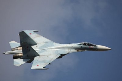 Российский Су-27 сделал «бочку» рядом с самолетом-разведчиком ВВС США
