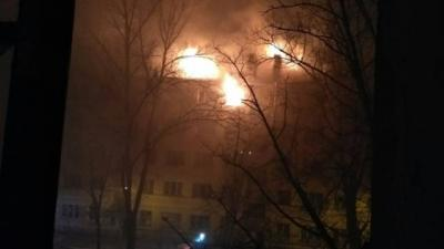 Расселенная пятиэтажка горитв Невском районе Петербурга