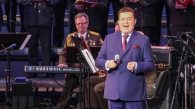 Кобзон выступил с концертом в Луганске
