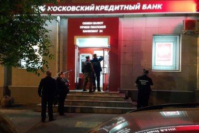 Захвативший заложников в московском банке налетчик угрожал муляжом бомбы